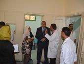 بالصور.. محافظ المنيا يتفقد أعمال الصيانة وسير العمل بالمستشفى العام