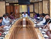 محافظ أسوان يجتمع بـ3 لجان لمتابعة ما أمر بتنفيذه بالمواقع الخدمية