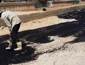قارئ ينتقد رصف طريق بكفر صقر عن طريق المعدات اليدوية