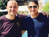 """صفقة ساحل """"سان تروبيه"""" بين أبو هشيمة وعمرو أديب تحتل غلاف مجلة أخبار النجوم"""