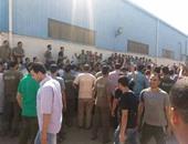 بالصور.. عمال kcg التركية للمنسوجات بالعاشر يعتصمون للمطالبة بحقوقهم