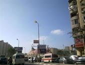 بالصور.. إضاءة أعمدة الإنارة فى حى سموحة بالإسكندرية عصراً