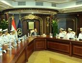 وزير الداخلية يجتمع بمساعديه ويشدد على احترام قيم حقوق الإنسان
