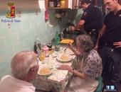 الشرطة فى خدمة الشعب.. ضابط إيطالى يتحول إلى طباخ لمسنين