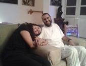 منى سيف تنشر صورة علاء عبد الفتاح وزوجته بعد وصوله منزله