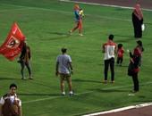 بالفيديو.. جماهير الأهلى تقتحم مدرجات ملعب التتش لحضور تدريب الفريق
