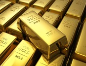 الذهب يهبط 1% مع هبوط النفط وصعود الدولار