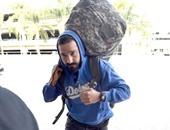 بالصور.. شيا لابوف يصل إلى مطار لوس أنجلوس الدولى استعدادا للسفر