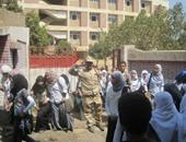 أمن القليوبية يشن حملة لمنع التحرش بالطالبات أمام المدارس بشبين القناطر
