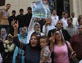 """أنصار """"مبارك"""" يتظاهرون أمام دار القضاء العالى للإفراج عنه"""