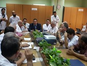 فريق زراعة الكبد بالمنصورة يحتفل بنجاح إجراء الجراحة رقم 400 بالمركز