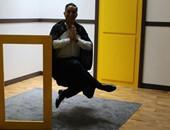 باسم يوسف طائرا وبدون جسد وحجمه صغير فى برنامج ألعاب العقل