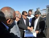 """وزير النقل يتفقد طريق """"القاهرة السويس"""" ويطالب بسرعة إنهاء المشروع القومى"""