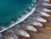 بالصور.. البحر بيرقص على واحدة ونص فى ظاهرة غريبة ببعض الشواطئ