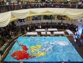 بالصور.. 15 ألف قطعة من الكب كيك ترسم خريطة الفلبين فى باجو