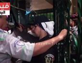 بالفيديو.. بـ«الصاعق الكهربائى».. الشرطة النسائية تنظم دخول السينما بوسط البلد