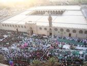 آلاف المصلين يتوافدون على جامع عمرو بن العاص لأداء صلاة العيد