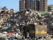 """أزمة القمامة.. بين ضعف رواتب عمال النظافة وعجز الحكومة.. """"بيزنس"""" جمع القمامة ينتشر فى المناطق الشعبية.. والمحليات تقف بلا حراك أمام تراكم """"الزبالة"""" فى الشوارع"""