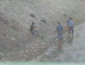 بالفيديو والصور.. تلاميذ يقضون أول أيام الدراسة على كورنيش النيل