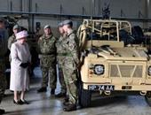 بالصور.. الملكة إليزابيث تتفقد القوات البريطانية والخيالة