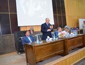 بالصور.. رئيس جامعة سوهاج يتفقد العملية التعليمية