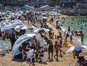 المواطنون يهربون من حرارة الجو  إلى شواطئ الإسكندرية