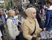 """""""بى بى سى"""" تعيد نشر فيديو لمسلمة تتعرض للكمة بشوارع لندن بسبب حجابها"""