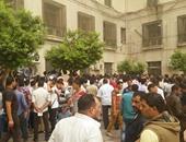 تكدس الشباب بمجمع التحرير لاستخراج موافقات أمنية للسفر للسودان
