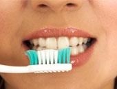 الاتحاد الفرنسى للصحة: غسل الأسنان بعد تناول الطعام مباشرة يدمر المينا
