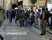 مستوطنون يقتحمون المسجد الأقصى وسط حراسة الشرطة الإسرائيلية