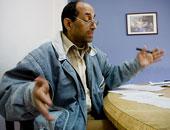 زوجة الشاعر طاهر البرنبالى: حالته الصحية سيئة ويحتاج لزراعة كبد