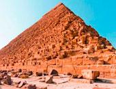 ملكة جمال إيطاليا تزور منطقة آثار الهرم