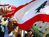 نشطاء لبنانيون ينصبون خيما قبالة مقر الحكومة احتجاجا على ترحيل النفايات