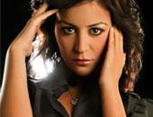 """منة شلبى لـ""""إنت حر"""": تخوفت من دخول التمثيل بسبب """"كسوفى"""""""