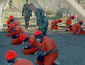 تعرف على جنسياتهم.. أمريكا تنقل 15 من سجناء جوانتاناموا إلى الإمارات
