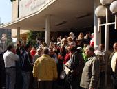 """تظاهر عدد من متضررى الـ""""30 ألف وظيفة"""" أمام ديوان وزارة التعليم"""