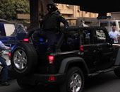 مجهولون يطلقون النيران على سيارتى شرطة بالسويس.. وإصابة مواطن