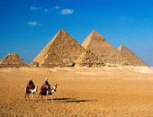 غدا.. يابانى يقفز من طائرة فوق الأهرامات احتفالا برفع حظر السفر إلى مصر