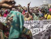 شرطة جنوب إفريقيا تفرق تظاهرات طلابية أمام البرلمان