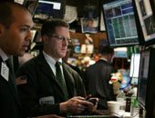 الأسهم الأمريكية تهبط عند الفتح مع انحسار موجة أواخر السنة