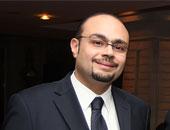"""وليد مصطفى يهدى """"عم صلاح"""" شهادات استثمار تقديرا لشجاعته"""