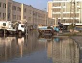 زحام مرورى بسبب تسرب مياه صرف صحى فى شارع مصطفى النحاس