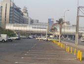 """الصيادان الناجيان من """"زينة البحرين"""" يصلان القاهرة بصحبة جثمان أحد الضحايا"""