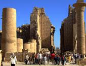 العثور على 5 تماثيل فرعونية جديدة بمعابد الكرنك فى الأقصر