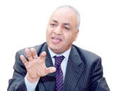 الجنزورى يلتقى مصطفى بكرى بهيئة الاستثمار.. وبكرى: لم نتحدث فى السياسة