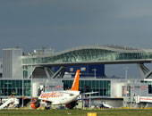 نشطاء يطلقون طائرات مسيرة فوق مطار هيثرو للتحذير من تغير المناخ