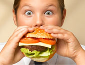 دراسة: الدهون غير المشبعة تدمر ذاكرة الرجال.. وتصيب النساء بالشيخوخة