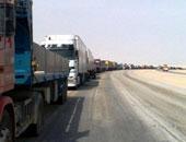 شاحنات مياه تتوجه إلى السوريين العالقين على الحدود الأردنية