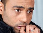 محمود عبد المغنى يعود السبت من الأراضى المقدسة بعد أداء مناسك العمرة