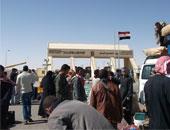 سفر وعودة 1687 مصريا وليبيا و320 شاحنة عبر منفذ السلوم خلال 24 ساعة